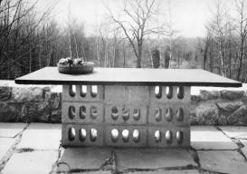 concrete-block-table-breuer3