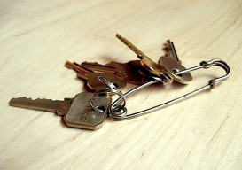 safety-pin-key-chain-1