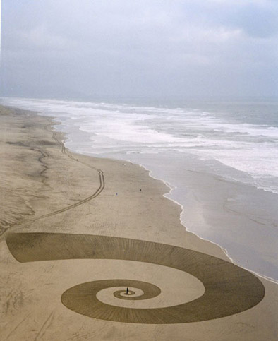 sand-drawing-spiral