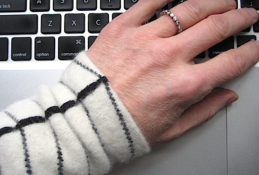 wrist-warmer-detail