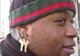 key-earring-2border