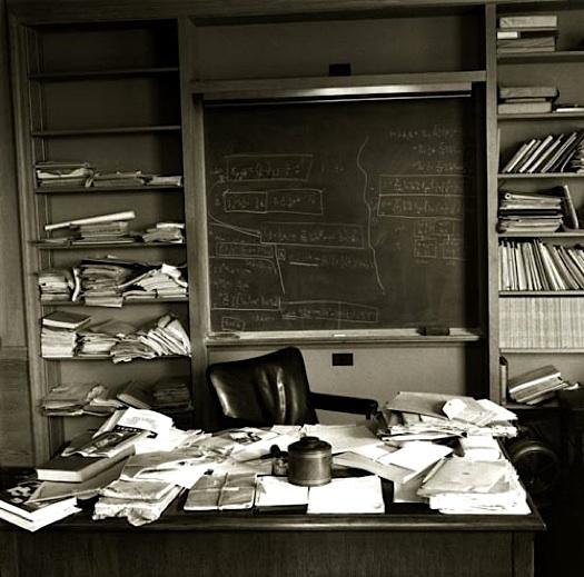 einsteins-desk