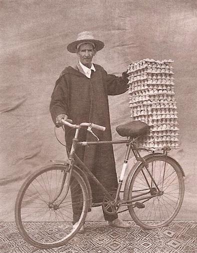 Dargelos' blog bike rider with eggs