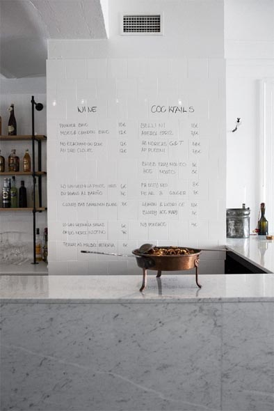Glossy White Tile Wall As Erasable