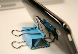 use binder clips to make a smartphone stand