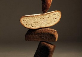 balancing bread photo by nacho alegre