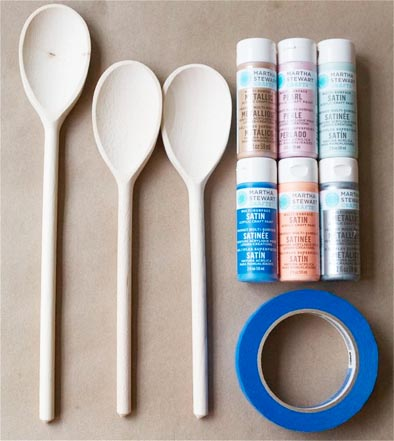 DIY: paint these colorful wooden spoons at home