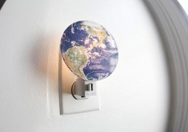 Earth night light by Kikkerland