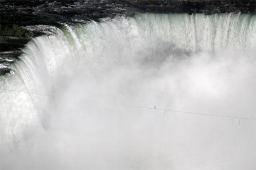 nik wallenda crosses niagara falls on tightrope