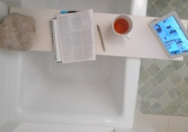 diy wooden tub tray with rock counterweight