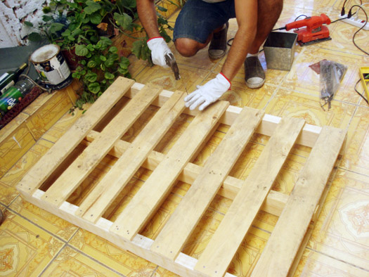 diy shipping pallet furniture steps