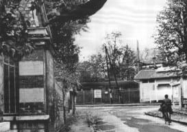 Yves Klein Leap into the Void Le_Saut_Dans_le_Vide