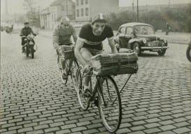 Original Porteur, Paris news paper delivery
