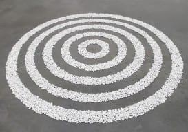Small_White_Pebble_Circles_Richard Long Long_Tate_Modern_T07160-1