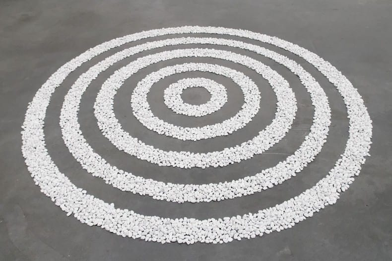 Small_White_Pebble_Circles_Richard Long Long_Tate_Modern_T07160-1