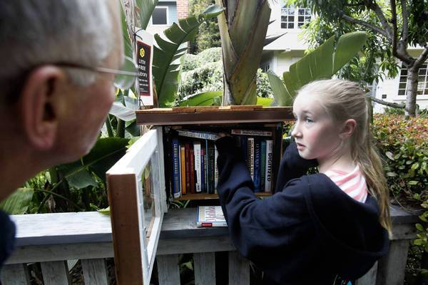 [Robinson Chavez, Michael -- B582142196Z.1 Venice, Ca. June 02, 2012 Fiona Sassoon, 10, gets some neighborly advice from David Dworski, left, on book selections at the Little Free Library, a small house stuffed with books to leave and take. This one is in Venice but there are small book boxes throughout the world and they are gaining in popularity. (Photo by Michael Robinson Chavez/LA Times)] *** []